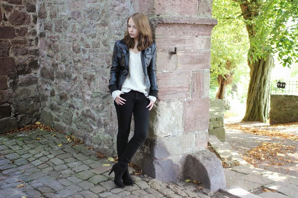bezaubernde nana, fashionblog, germany, outfit, schwarze lederjacke, weißer strick pullover witt weiden, schwarze skinny jeans h&m, schwarze stiefeletten dolce vita