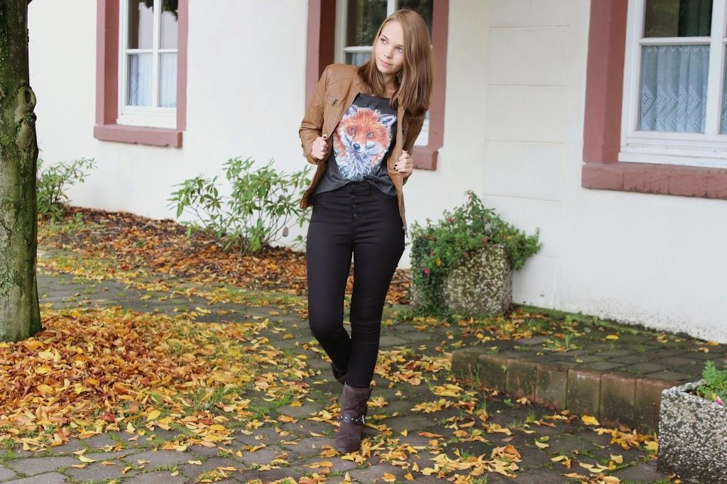 bezaubernde nana, fashionblog, germany, outfit, braune lederjacke only, graues t-shirt mit fuchs print spreadshirt, schwarze high waist jeans h&m, braune boots mit nieten deichmann