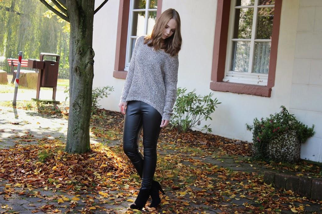 bezaubernde nana, fashionblog, germany, outfit, braune strickpullover vero moda, schwarze lederhose h&m, schwarze stiefeletten dolce vita, goldene kette mit zacken h&m