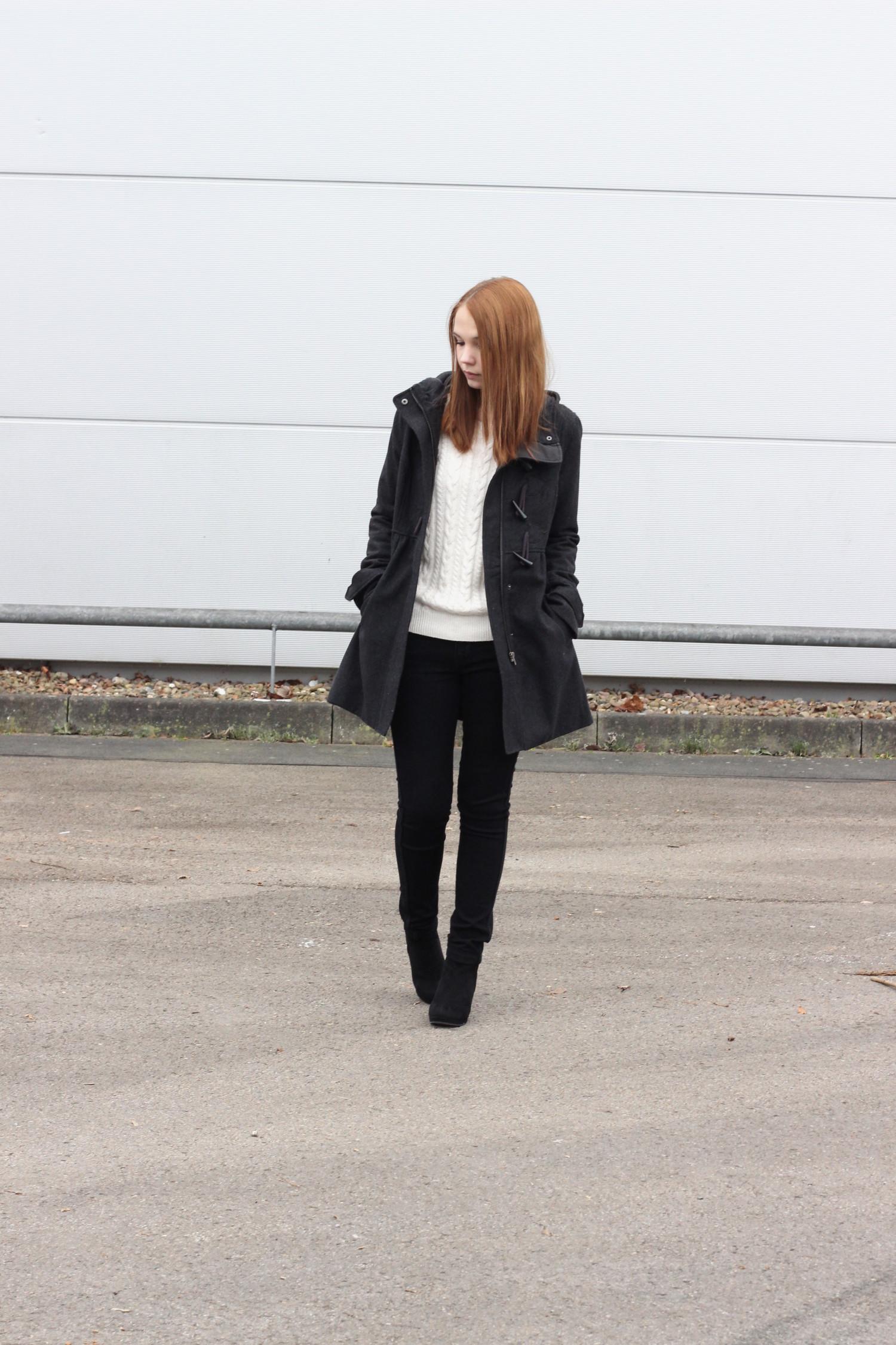 bezaubernde nana, fashionblog, germany, outfit, schwarzer mantel h&m, schwarze skinny jeans h&m, weißer strickpullover h&m, schwarze stiefeletten dolce vita
