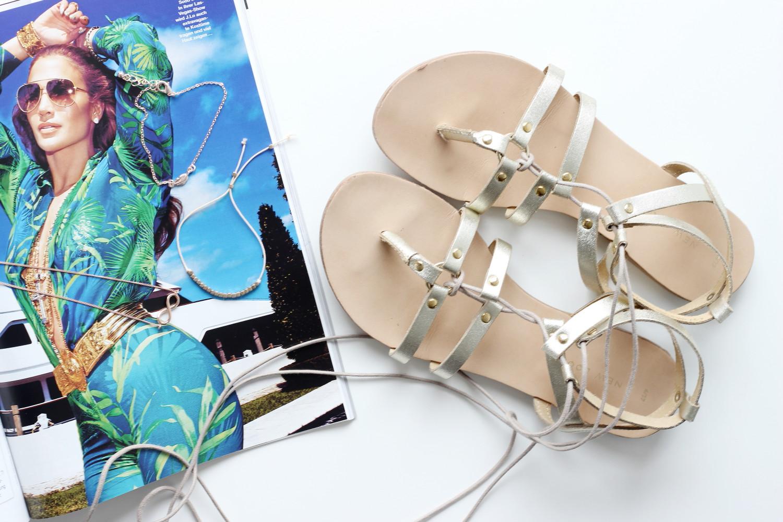 bezaubernde nana, fashionblog, modeblog, beautyblog, germany, deutschland, sommer must-haves, new look sandalen, goldene sandalen, lace up sandalen, rosegold schmuck, infinity kette