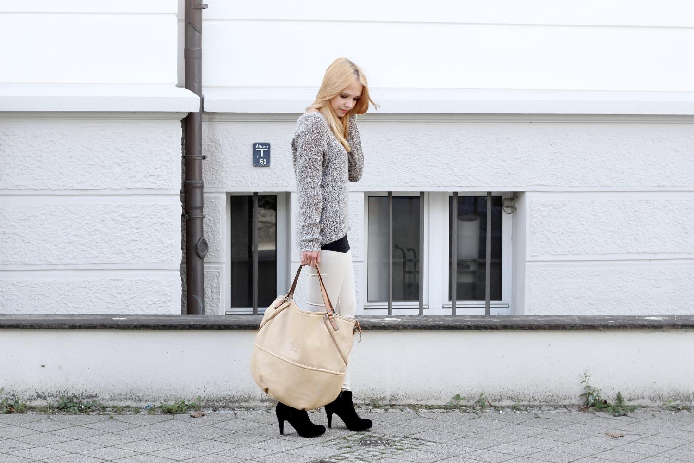 bezaubernde nana, fashionblog, modeblog, germany, deutschland, outfit, streetstyle, herbst outfit, brauner strickpulli vero moda, schwarzes top h&m, beige Hose mango, schwarze stiefeletten dolce vita, beige la martina tasche, la martina shopper
