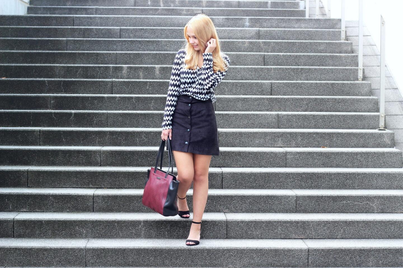 fe2fc5c2869cf Schwarz-weiße Bluse, schwarzer Rock & Esprit Tasche - Bezaubernde Nana