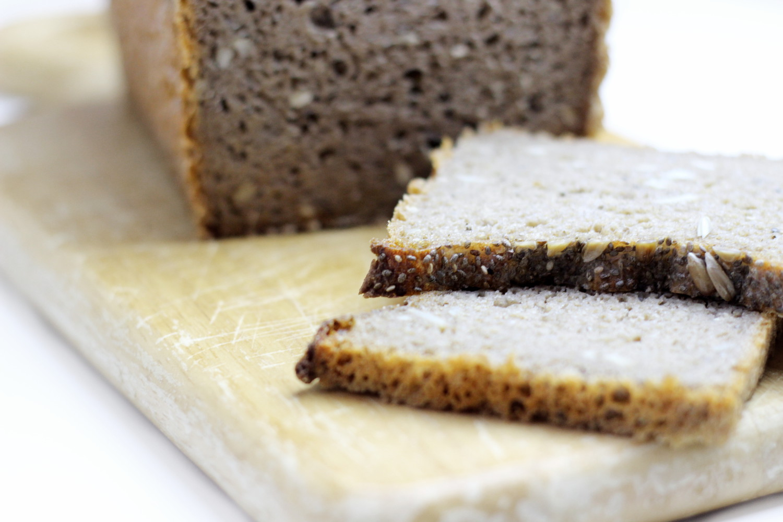 bezaubernde nana, bezauberndenana.de, fashionblog, foodblog, rezept, selbstgebackenes Brot, roggenbrot mit chia-samen, gesundes brot, brot rezept