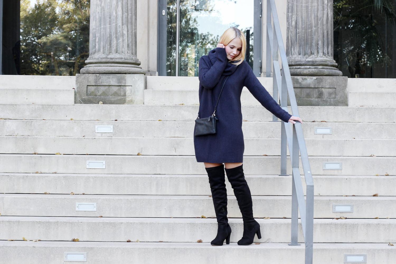 bezauberndenana-outfit-blaues-strickkleid-overknees-herbst-trends-streetstyle (2)