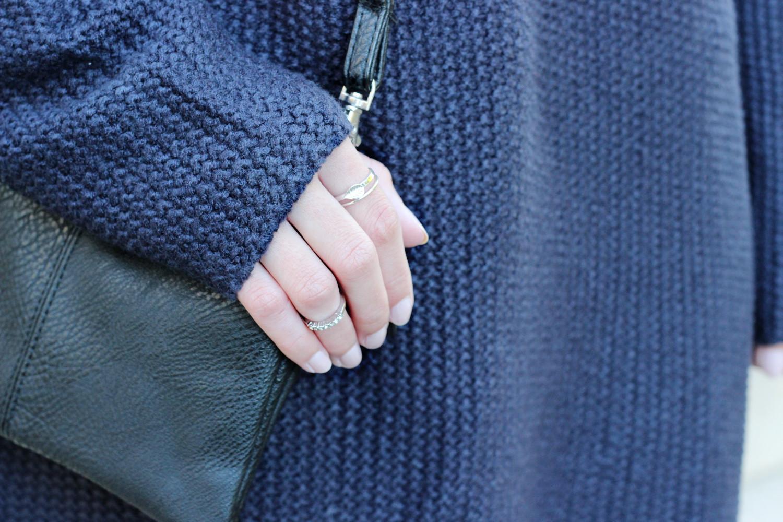 bezaubernde nana, bezauberndenana.de, fashionblog, modeblog, germany, deutschland, outfit, streetstyle, herbstoutfit, herbsttrends, blaues strickkleid von H&M, schwarze overknees, overknee stiefel, schwarze tasche von clockhouse, silberne ringe
