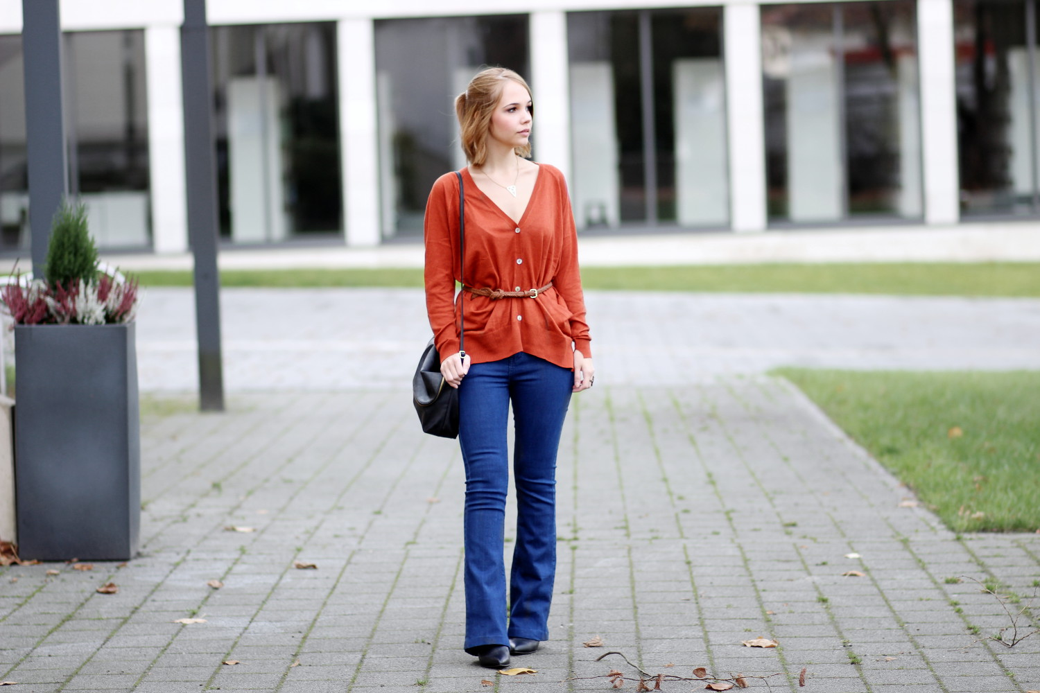 bezauberndenana-fashionblog-outfit-herbstoutfit-rostroter-cardigan-zara-flared-jeans
