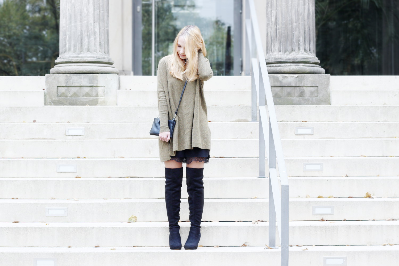 Bezaubernde Nana, bezauberndenana.de, fashionblog, modeblog, germany, deutschland, overknees kombinieren, overknee stiefel, overknees lookbook, spitzen shorts, oversize pullover