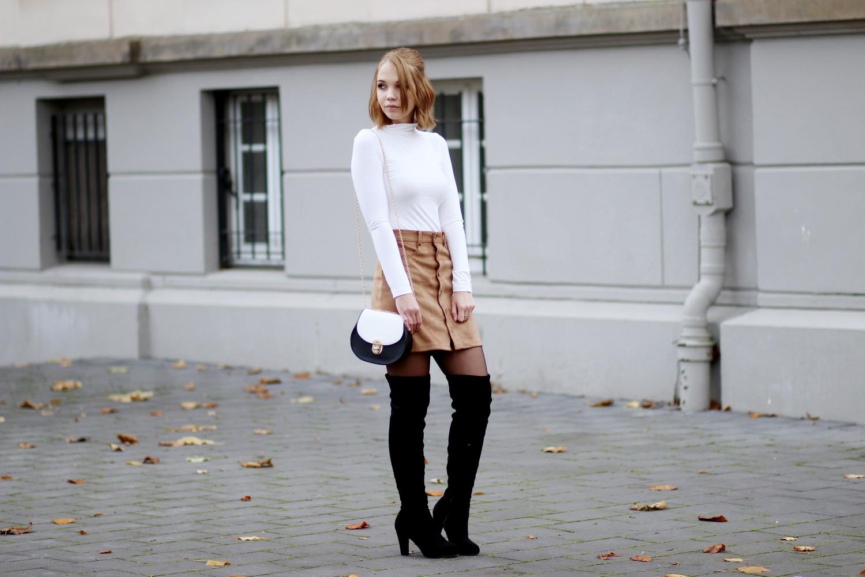Bezaubernde Nana, bezauberndenana.de, fashionblog, modeblog, germany, deutschland, overknees kombinieren, overknee stiefel, overknees lookbook, wildlederrock, button down rock, rollkragen pullover