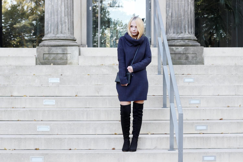 Bezaubernde Nana, bezauberndenana.de, fashionblog, modeblog, germany, deutschland, overknees kombinieren, overknee stiefel, overknees lookbook, strickkleid mit rollkragen, blaues strickkleid
