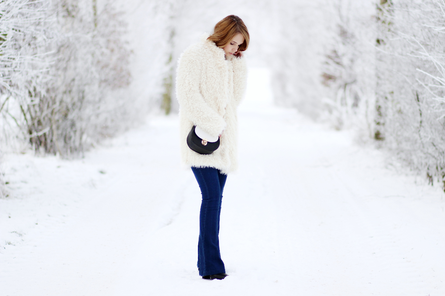 bezauberndenana-fashionblog-outfit-streetstyle-faux-fur-jacke-flared-jeans-winteroutfit (3)