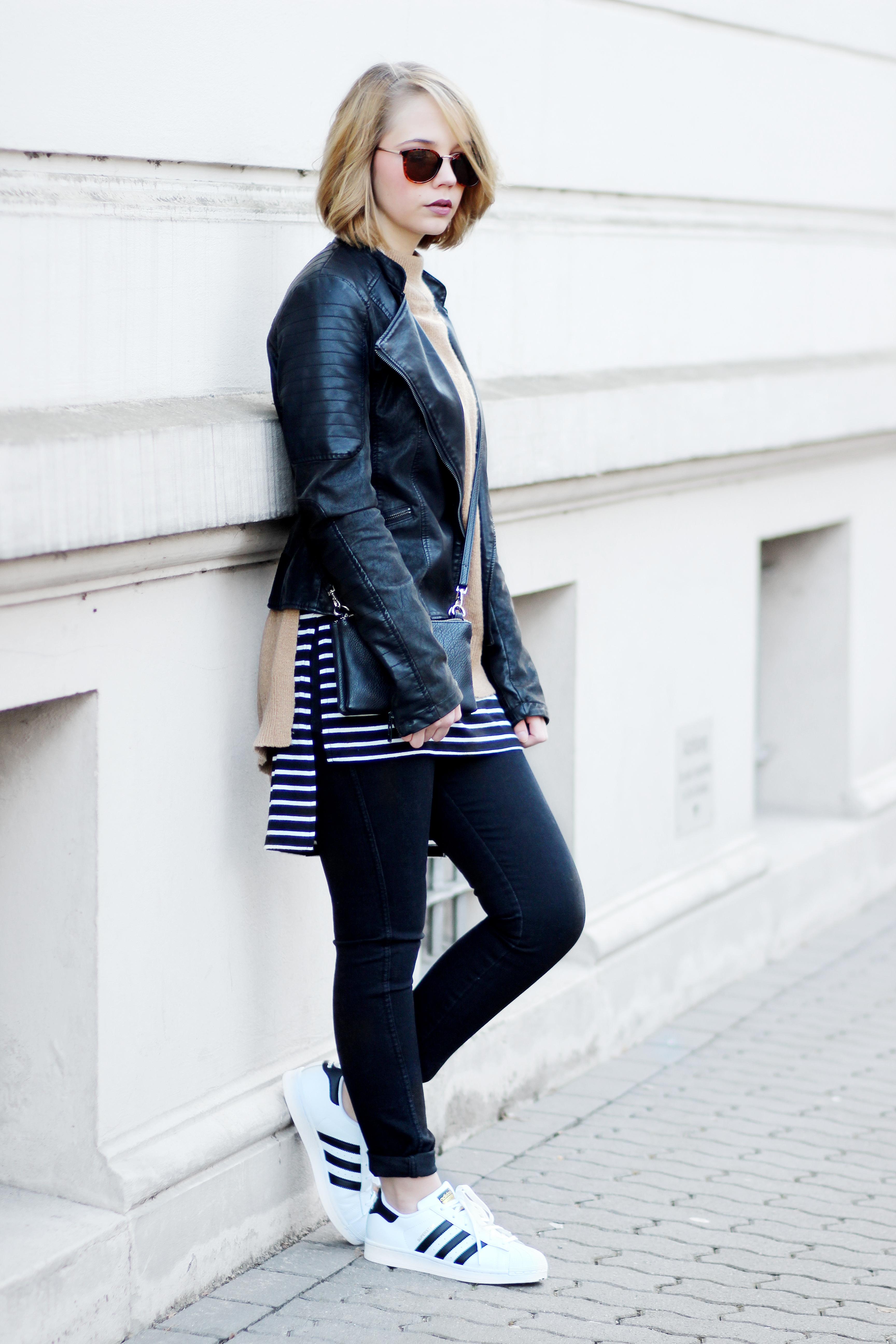 bezauberndenana-fashionblog-layering-outfit-lederjacke-reserved-lagenlook-rollkragenpullover-streifen-shirt-adidas-superstars-streestyle-casual (9)