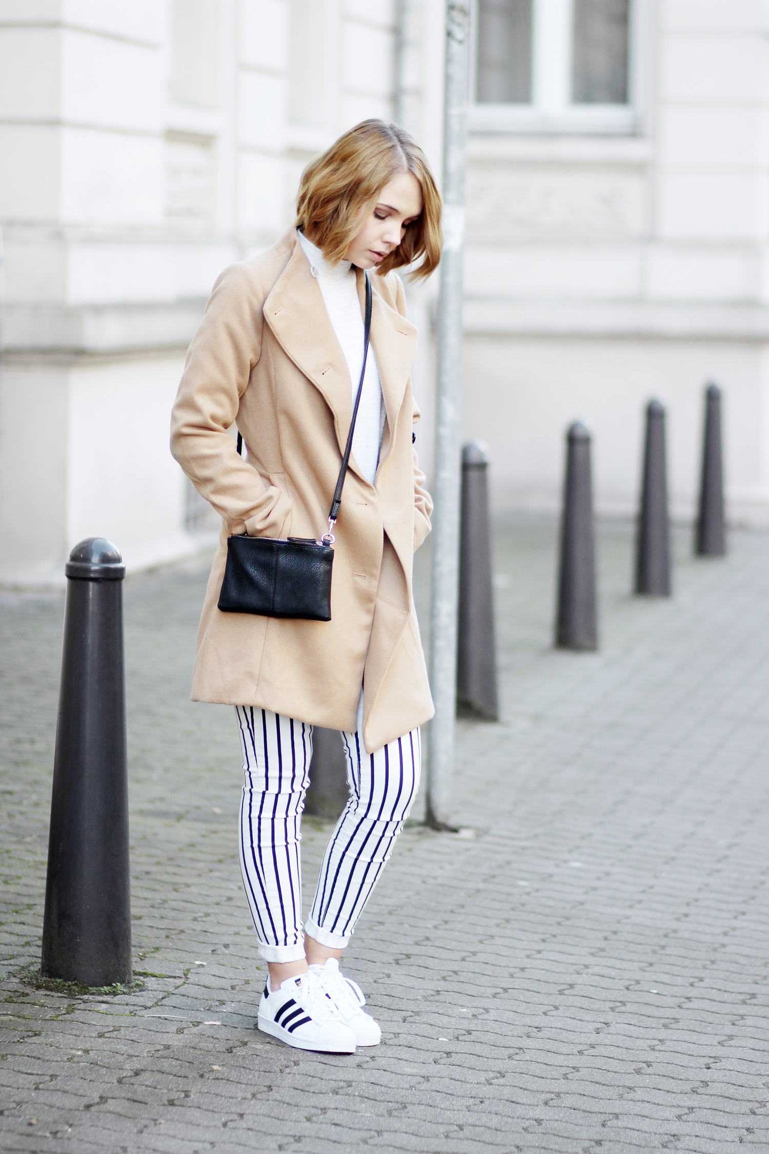 bezauberndenana-fashionblog-outfit-streetstyle-streifen-hose-mango-camel-mantel-adidas-superstars-casual (13)