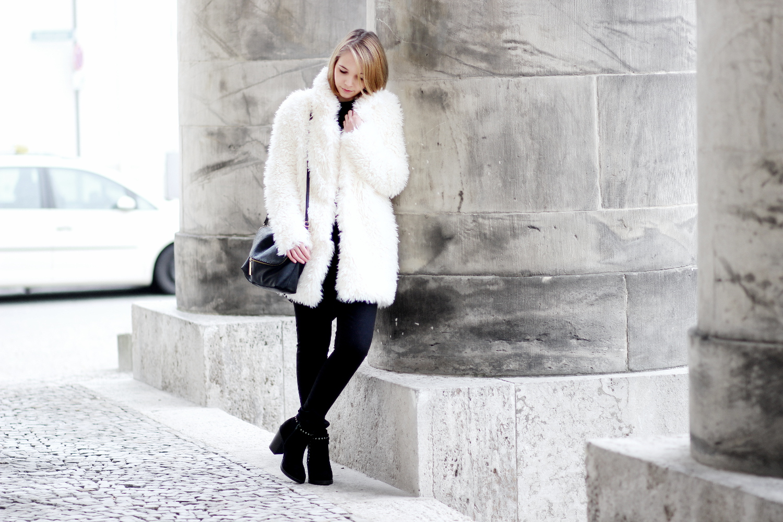 bezauberndenana-fashionblog-streetstyle-schwarz-weiß-outfit-fake-fur-jacke-forever21 (2)
