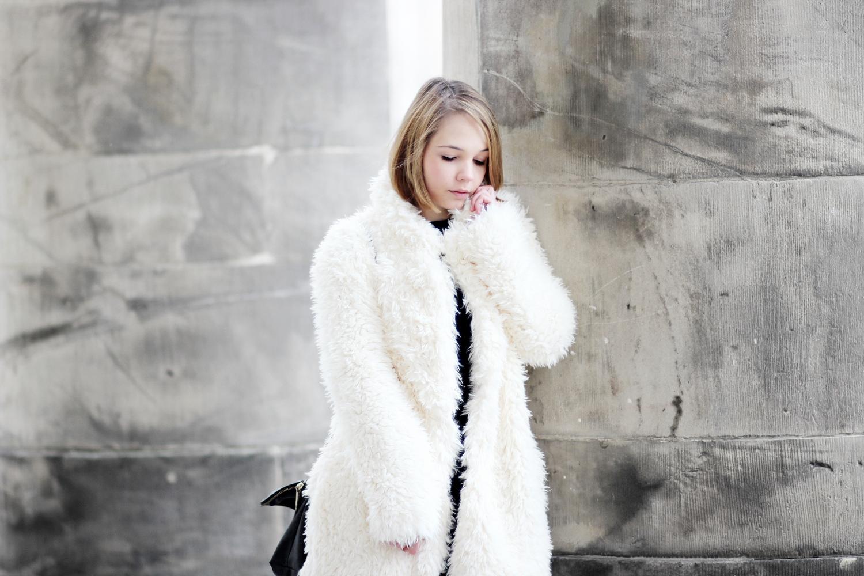 bezauberndenana-fashionblog-streetstyle-schwarz-weiß-outfit-fake-fur-jacke-forever21 (5)