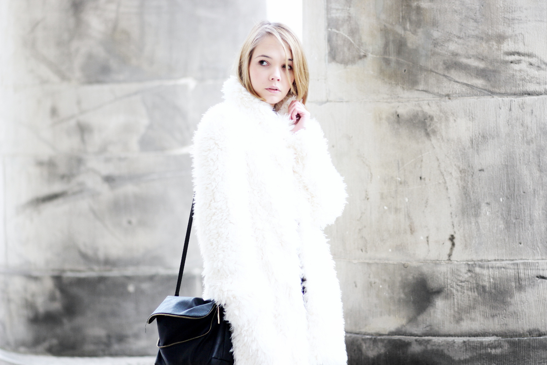 bezauberndenana-fashionblog-streetstyle-schwarz-weiß-outfit-fake-fur-jacke-forever21 (8)