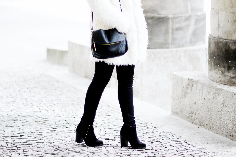 bezauberndenana-fashionblog-streetstyle-schwarz-weiß-outfit-fake-fur-jacke-forever21 (9)