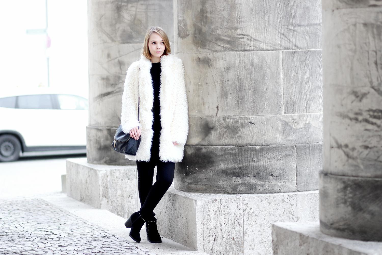 bezauberndenana-fashionblog-streetstyle-schwarz-weiß-outfit-fake-fur-jacke-forever21