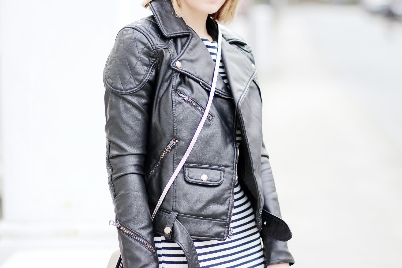 bezaubernde nana, bezauberndenana.de, fashionblog, modeblog, germany, deutschland, streetstyle, valentinstag outfit, ralph lauren lederjacke, gestreiftes kleid zara, schwarze overknees
