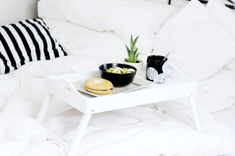 bezaubernde nana, bezauberndenana.de, fashionblog, lifestyleblog, germany, deutschland, valentinstag tipps, gemütlicher tag zuhause, frühstück im bett