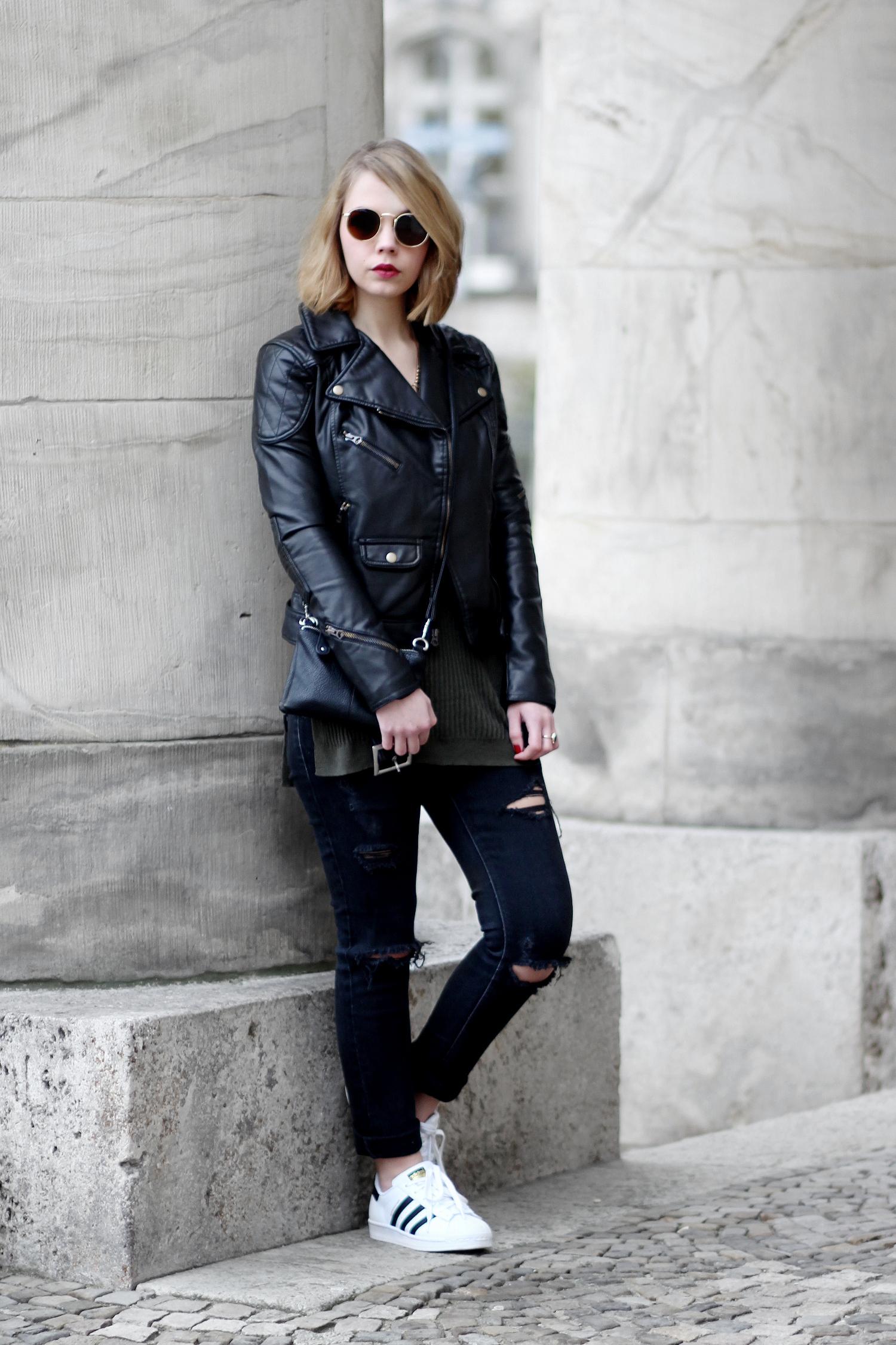 bezauberndenana-fashionblog-casual-outfit-lederjacke-ralphlauren-ripped-jeans-adidas-superstars-streetstyle-lässig (7)