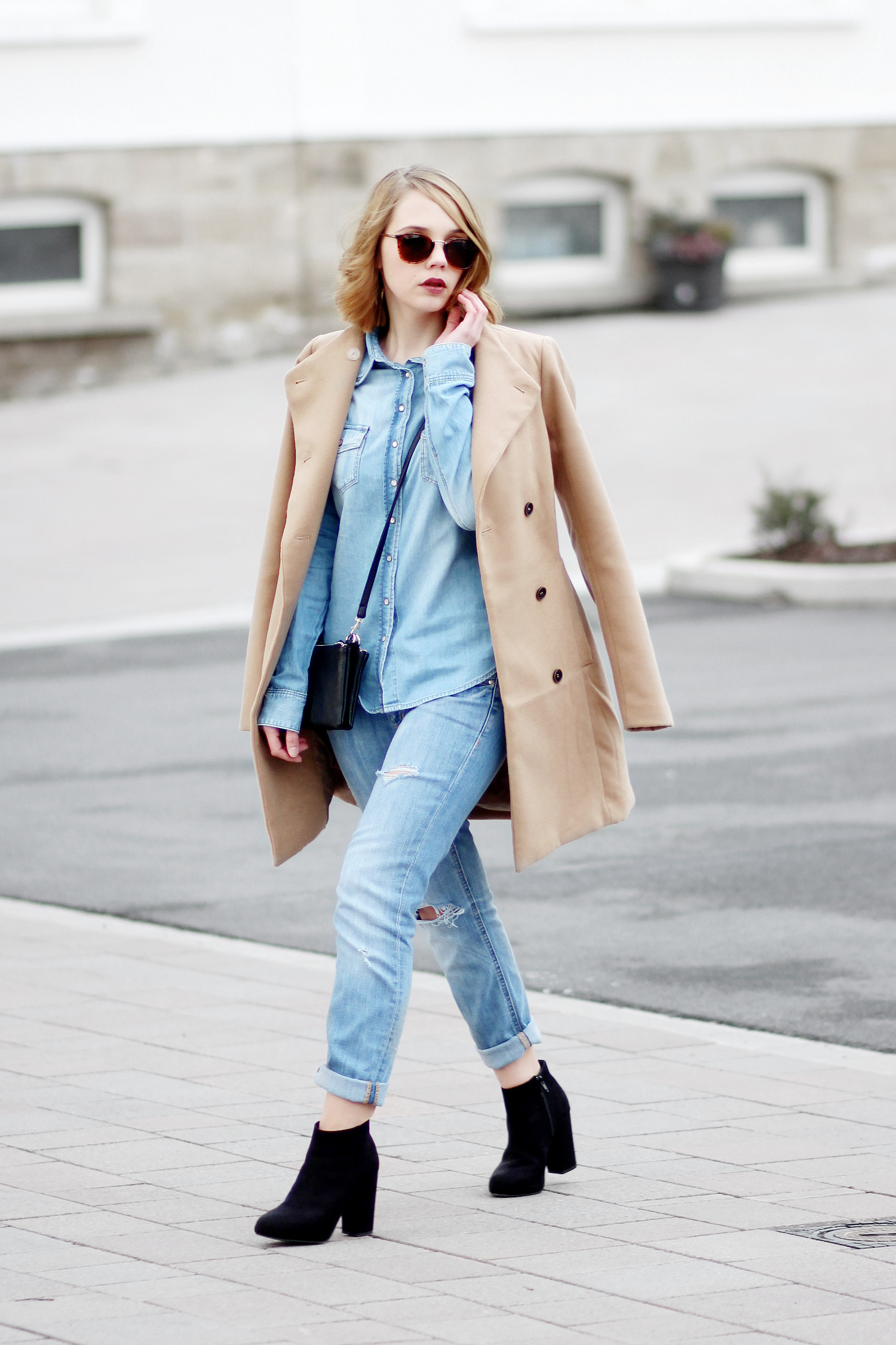 bezauberndenana-fashionblog-denim-on-denim-outfit-boyfriend-jeans-camel-mantel-streetstyle (3)