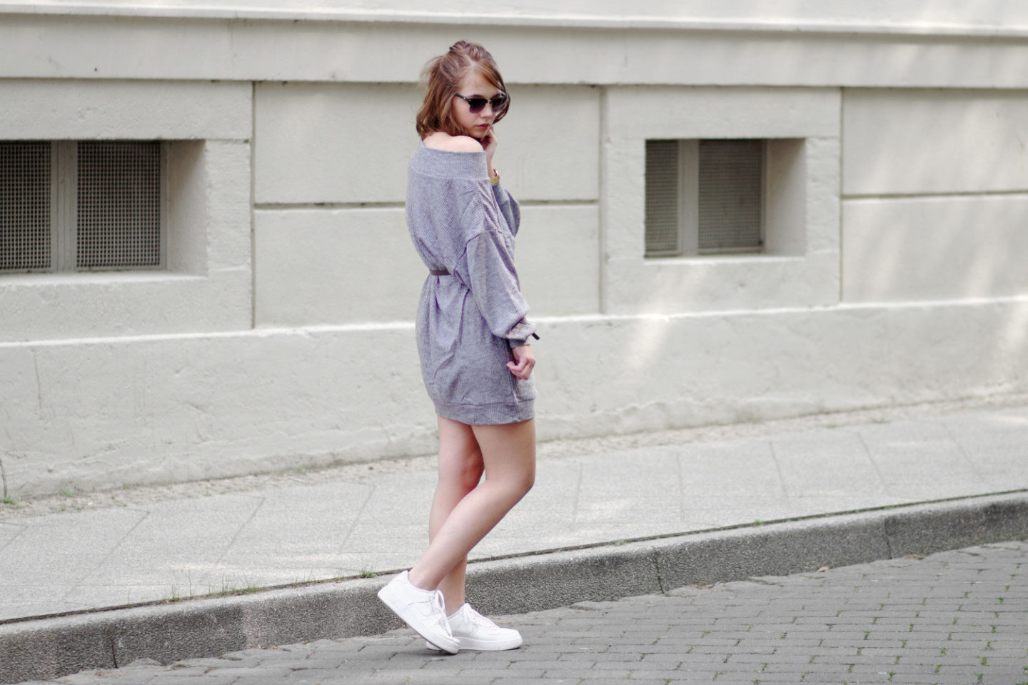 2be6a3152ac4 bezauberndenana-fashionblog-outfit-streetstyle-oversize-pullover-als-kleid -lookbookstore-nike-aire-force-one-casual