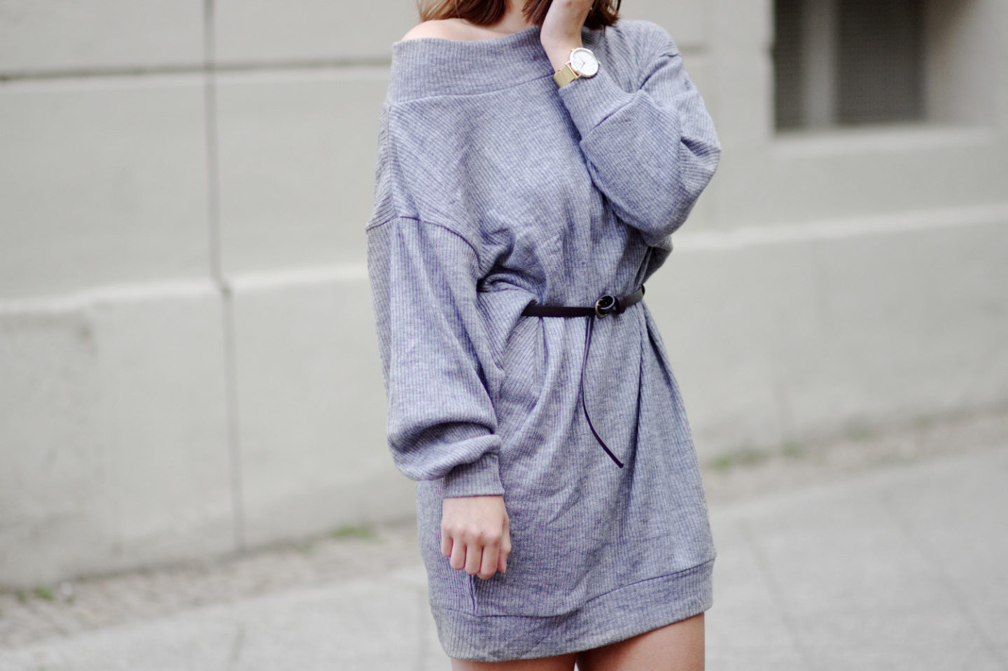 7d61d35a6384 Oversize Pullover als Kleid! Outfit mit grauem Pullover und Nike Air Force 1