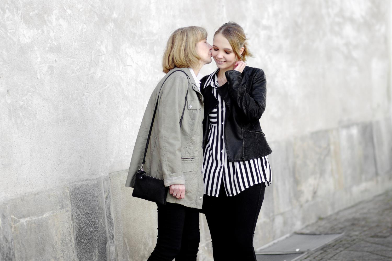 Bezaubernde Nana, bezauberndenana.de, Fashionblog, Mutter-Tochter-Outfit, Outfit, Frühlingsoutfit, Lederjacken, Witt Weiden, Schwarz-weiß