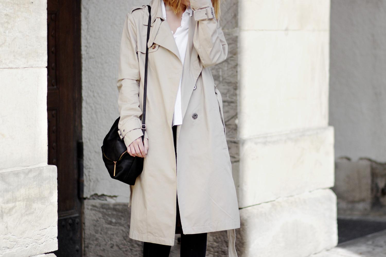 Bezaubernde Nana, bezauberndenana.de, Fashionblog, Trenchcoat Outfit, klassisch kombiniert, beiger Trenchcoat von H&M, weiße Bluse von Vero Moda, dunkelblaue Jeans von H&M, Taupe Stiefeletten von Zara, Frühlingsoutfit, Streetstyle