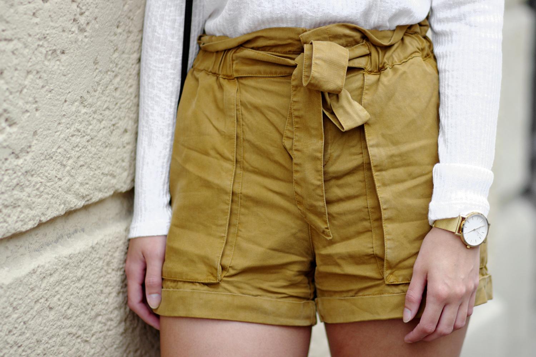 Bezaubernde Nana, bezauberndenana.de, Fashionblog, Outfit mit Lace Up Shirt, Lace Up Shirt von H&M, Shorts von Mango, schwarz-weiße Espradrilles von JustFab, runde Tasche, Sommeroutfit, Streetstyle, casual