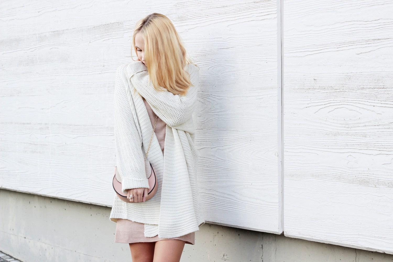 Bezaubernde Nana, bezauberndenana.de, Outfits für kühle Sommertage, Lookbook, Strickkleid mit Cardigan