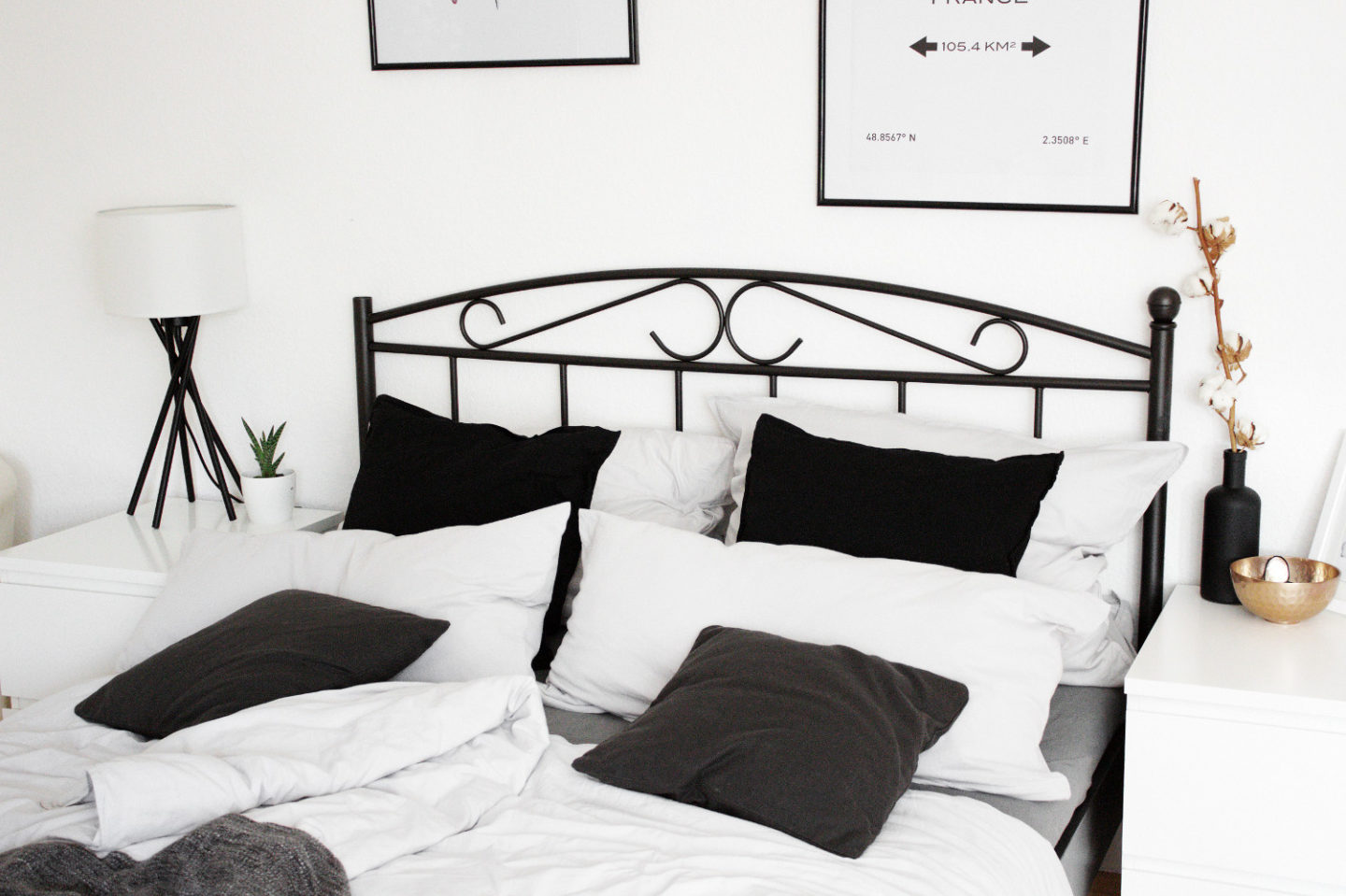 schlafzimmer einrichtung bett minimal interior dekoration. Black Bedroom Furniture Sets. Home Design Ideas
