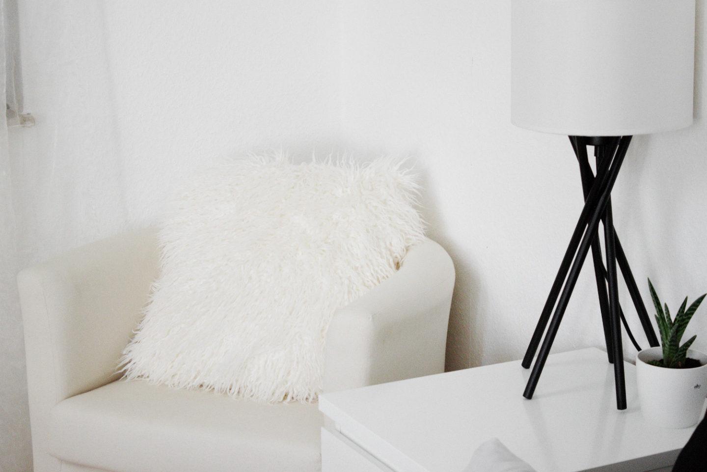 Schlafzimmer Einrichtung Bett Minimal Interior Dekoration Wohnen Schwarz  Weiss Metallbett Ikea Hm Home 3