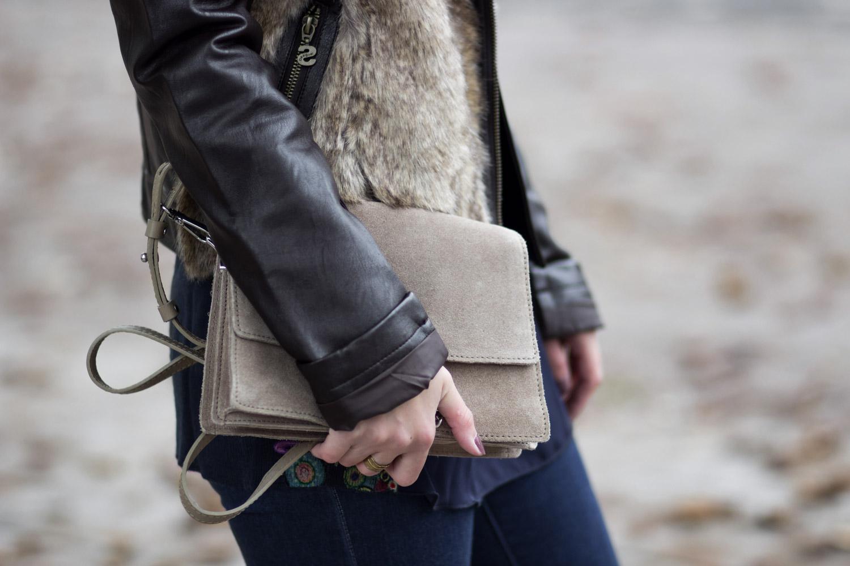 braune Lederjacke mit Pelz, Rollkragenpullover mit Muster, Desigual, Flared Jeans, Herbst Outfit, Streetstyle, bezauberndenana.de