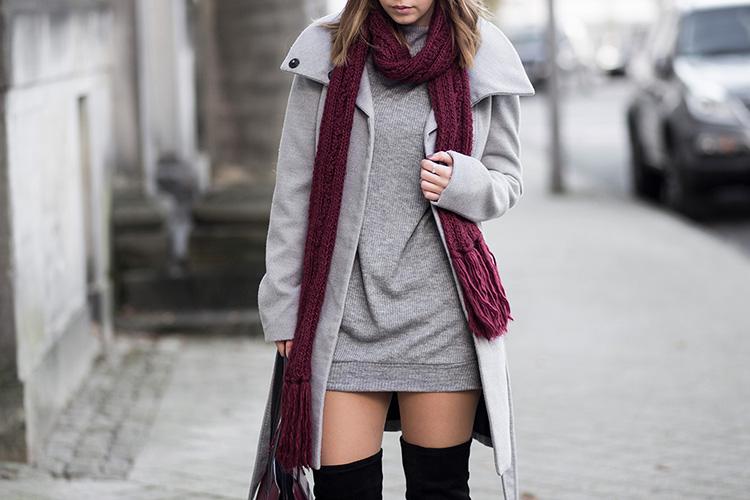oversize pullover schwarze overknees grauer mantel weinroter schal tasche burgundy streetstyle. Black Bedroom Furniture Sets. Home Design Ideas