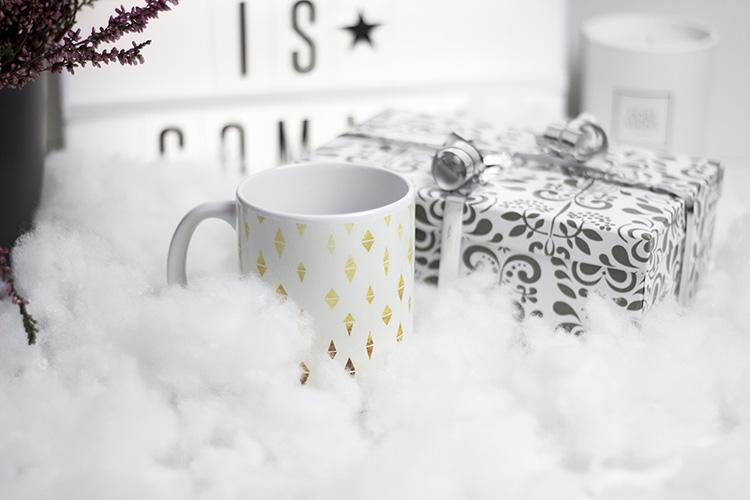 bezaubernde weihnachten gewinnspiel blogger adventskalender hello sunday tasse berraschunspaket. Black Bedroom Furniture Sets. Home Design Ideas