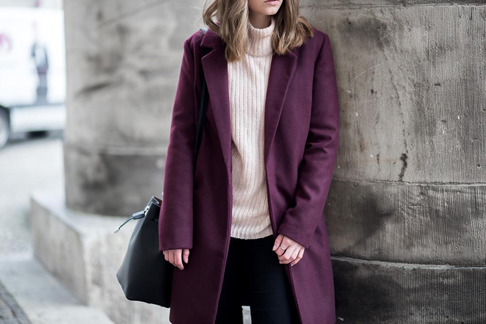Winterliches Outfit mit Burgundy Mantel