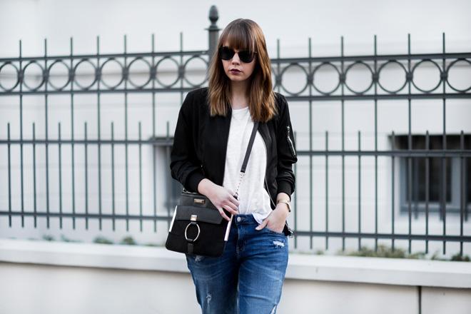 weißes-shirt-kombinieren-sportliches-outfit-girlfriend-jeans-schwarze-bomberjacke-nike-air-force-1-sneaker-casual-bezauberndenana (2)