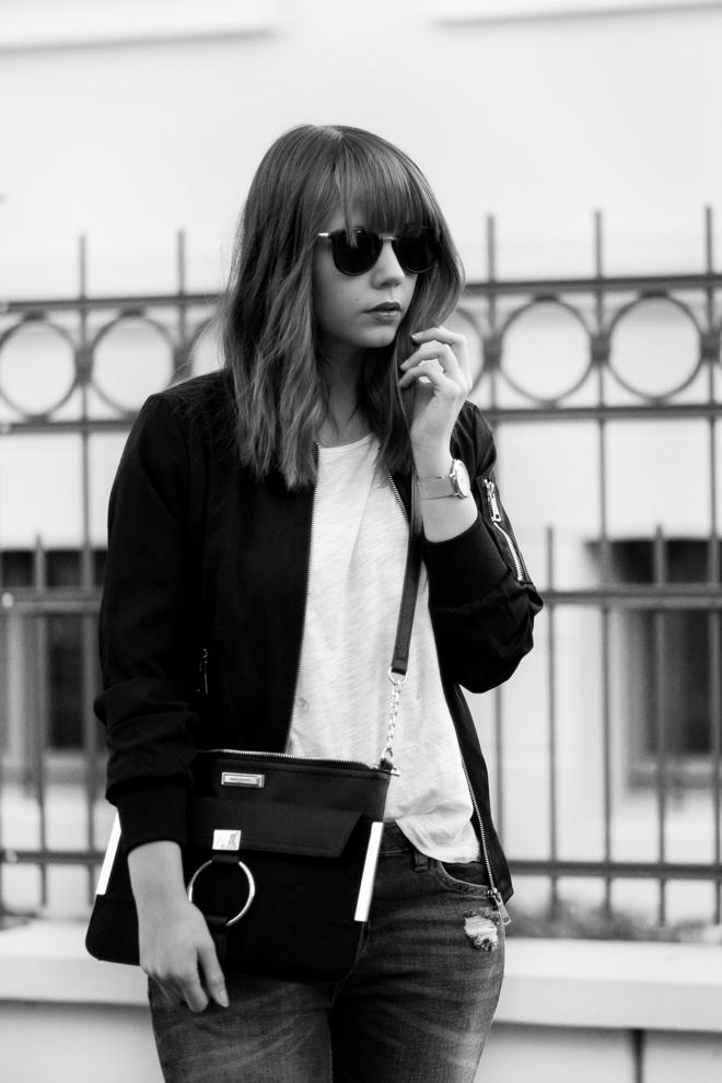 weißes-shirt-kombinieren-sportliches-outfit-girlfriend-jeans-schwarze-bomberjacke-nike-air-force-1-sneaker-casual-bezauberndenana (3)
