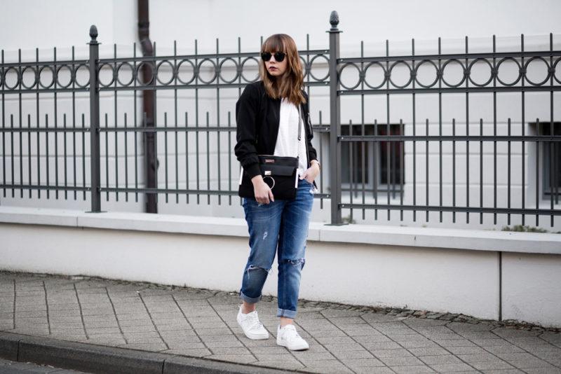 wei es shirt kombinieren mit bomberjacke und girlfriend jeans bezaubernde nana. Black Bedroom Furniture Sets. Home Design Ideas