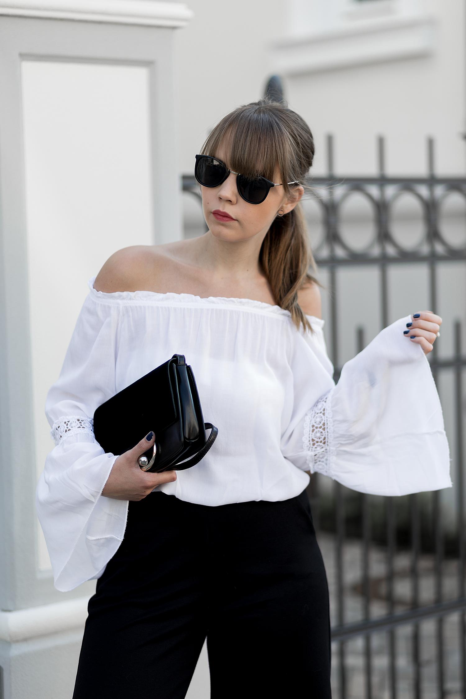Sommer Outfit mit Culotte, weiße Off Shoulder Bluse mit Trompetenärmel, schwarze Mules von H&M, Frühlingslook, Streetstyle, bezauberndenana.de