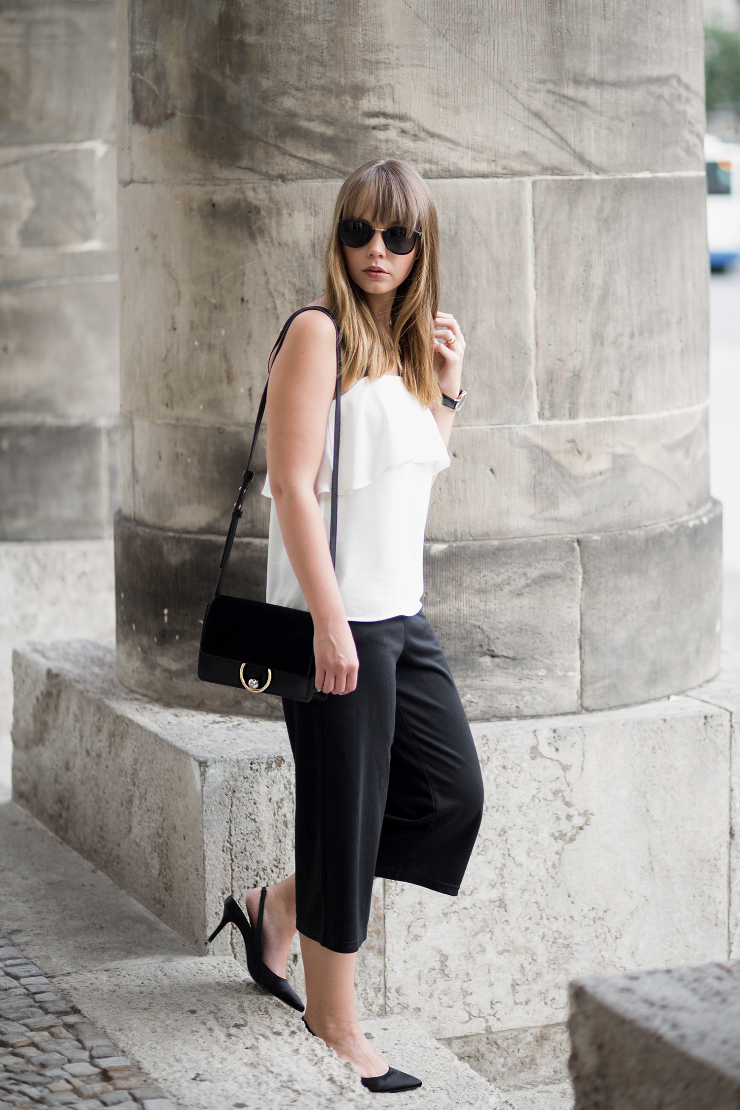 Outfit mit Volant Top von H&M, schwarze Culotte, Zara Slingback Pumps, Sommertrends 2017, Streetstyle, bezauberndenana.de