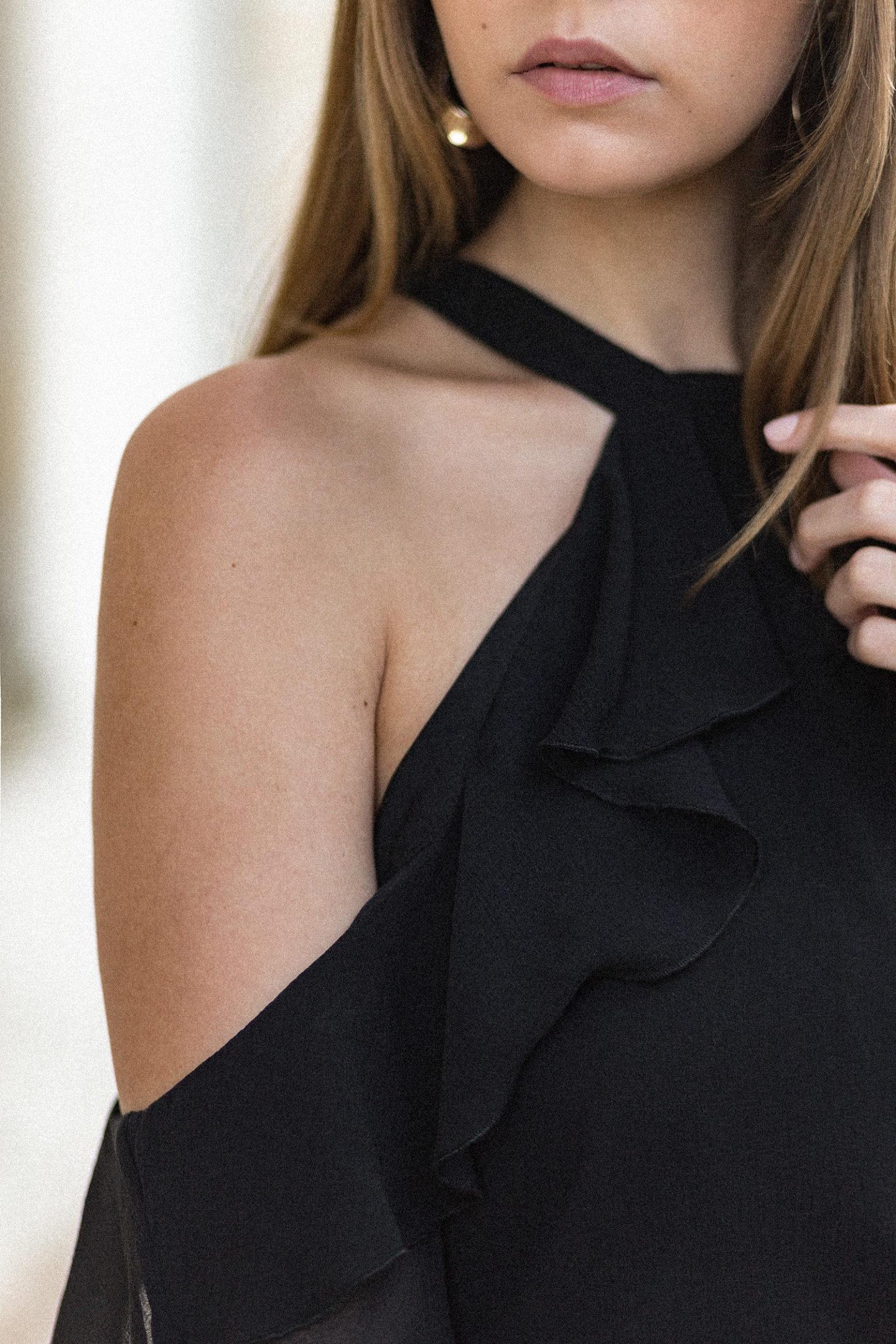 Elegantes schwarz-weiß Outfit mit schulterfreier Bluse