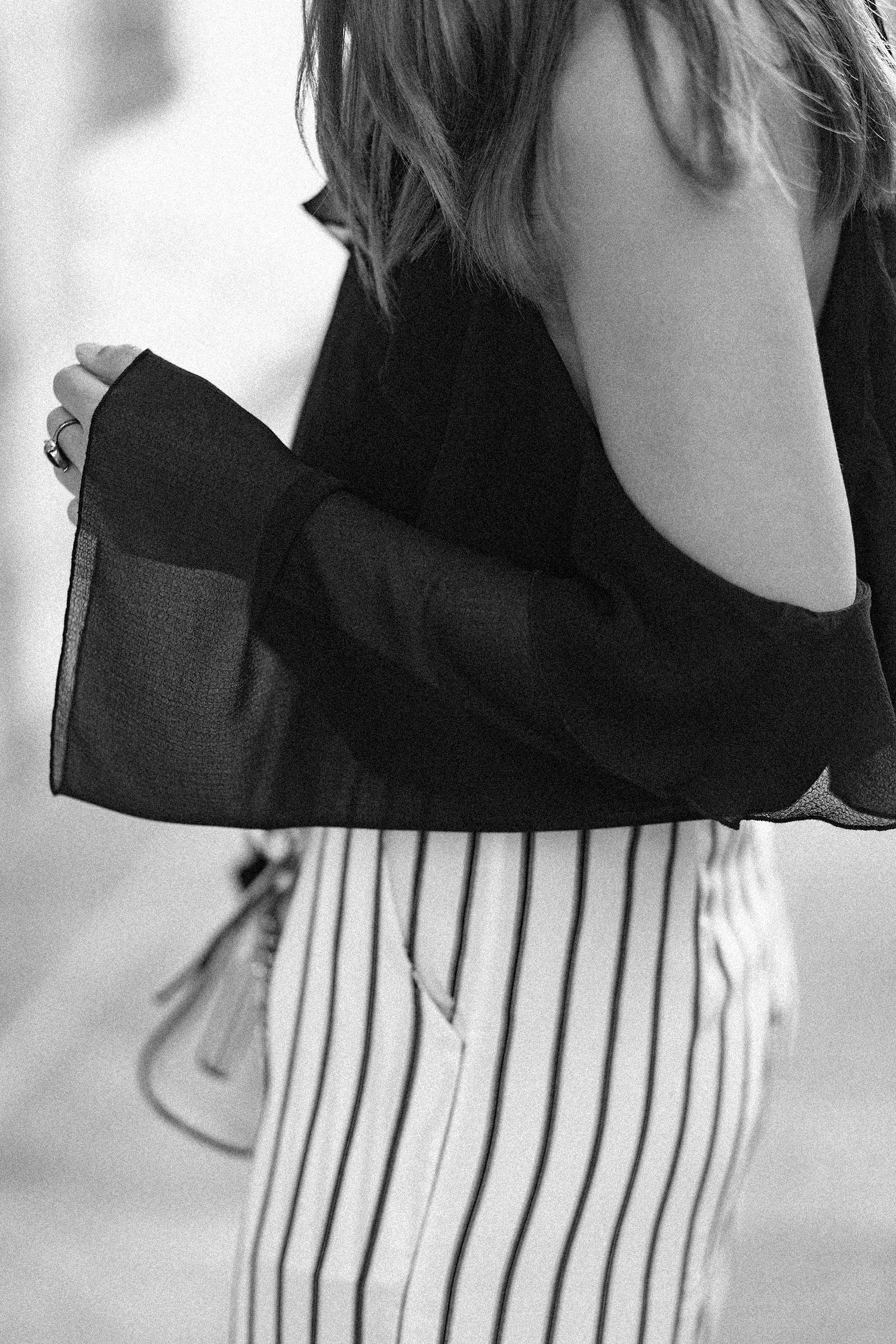 Elegantes schwarz-weiß Outfit, schulterfreie Bluse mit Volant von Mango, Streifen Hose, Slingback Pumps von Zara, bezauberndenana.de