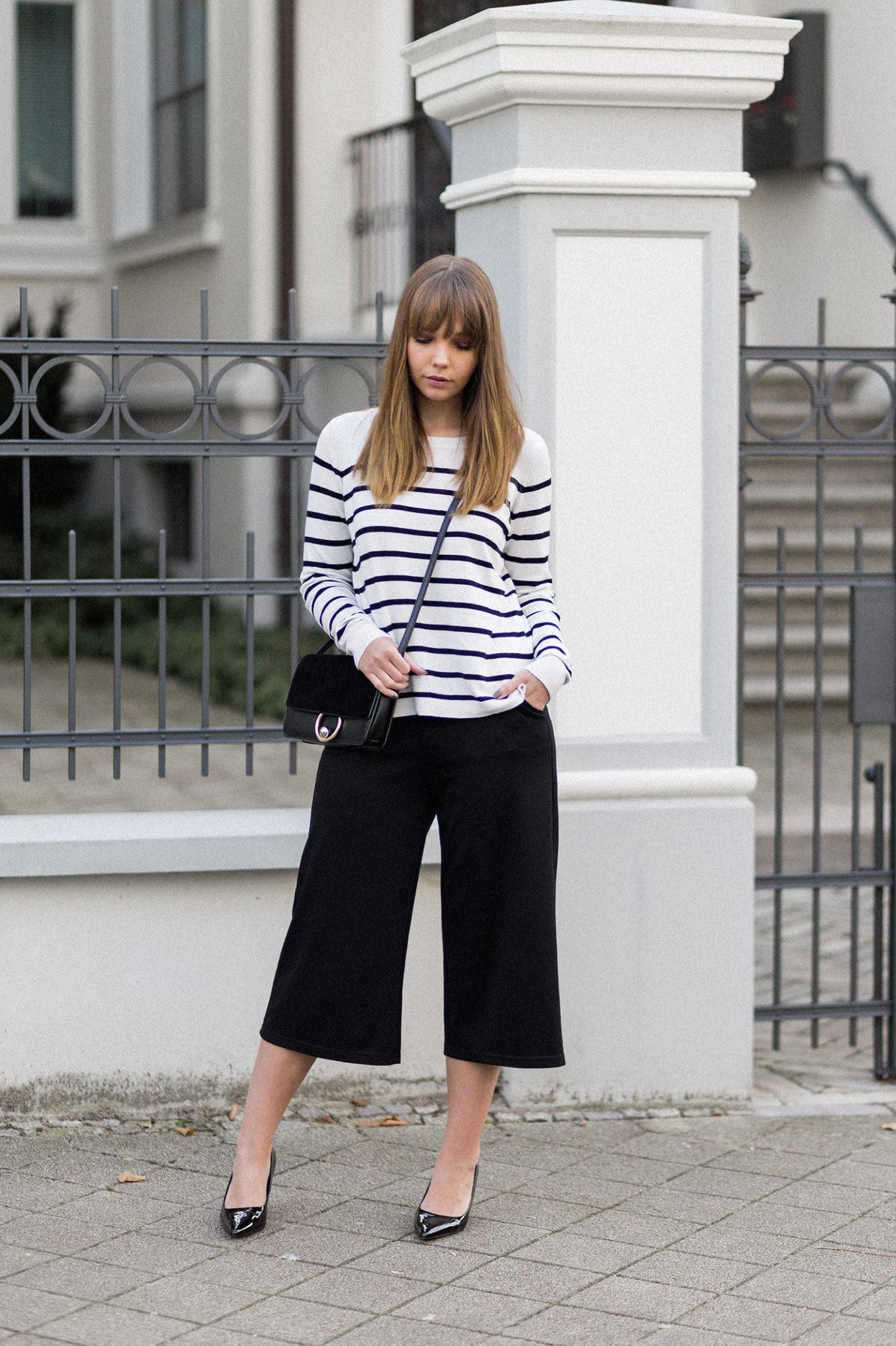 Culotte im Herbst Outfit, Streifen Pullover, Lack Pumps Zara, Streetstyle, schwarz-weiß Outfit, bezauberndenana.de
