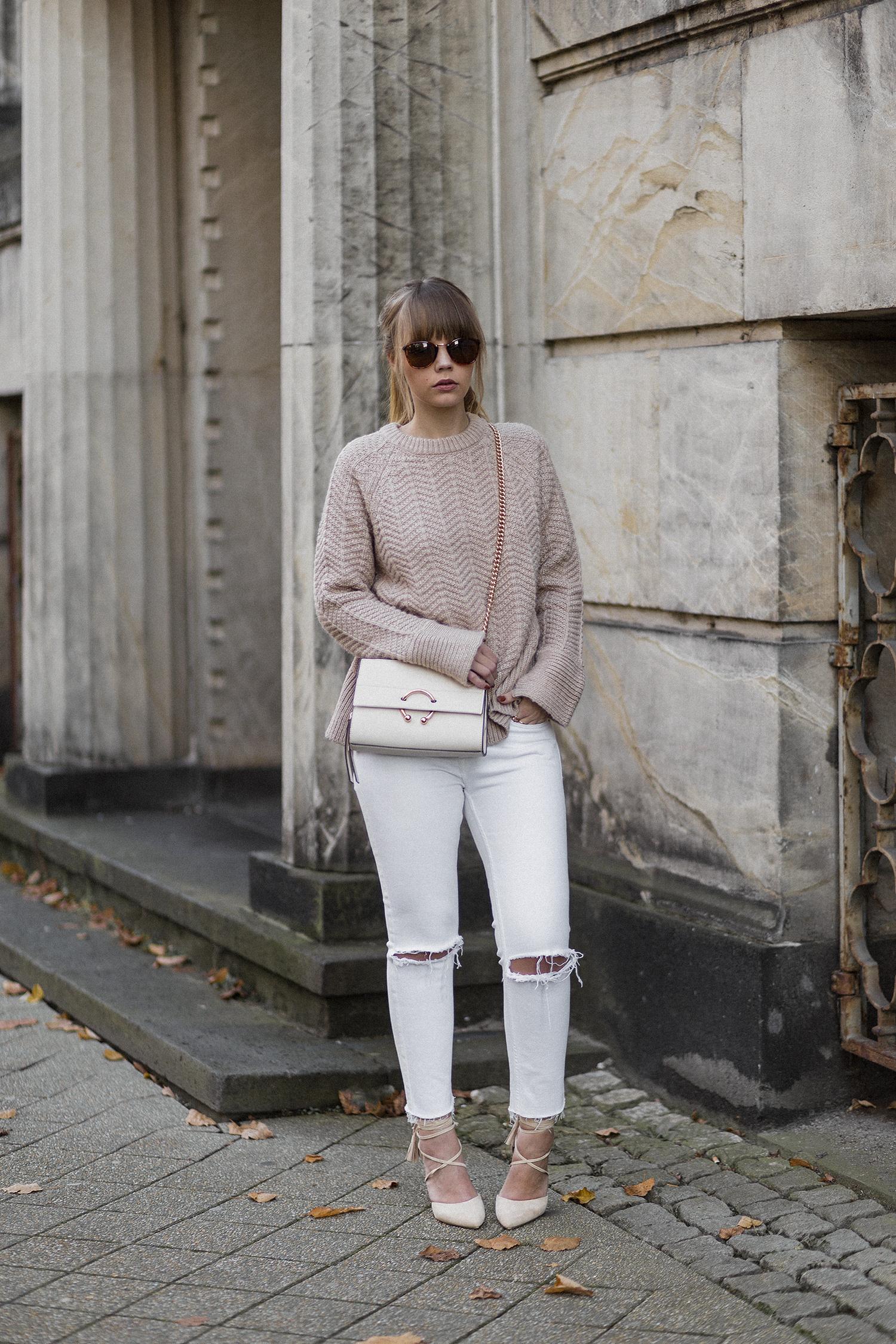 Herbstoutfit mit weißer Hose und Strickpullover, Lace Up Pumps, bezauberndenana.de