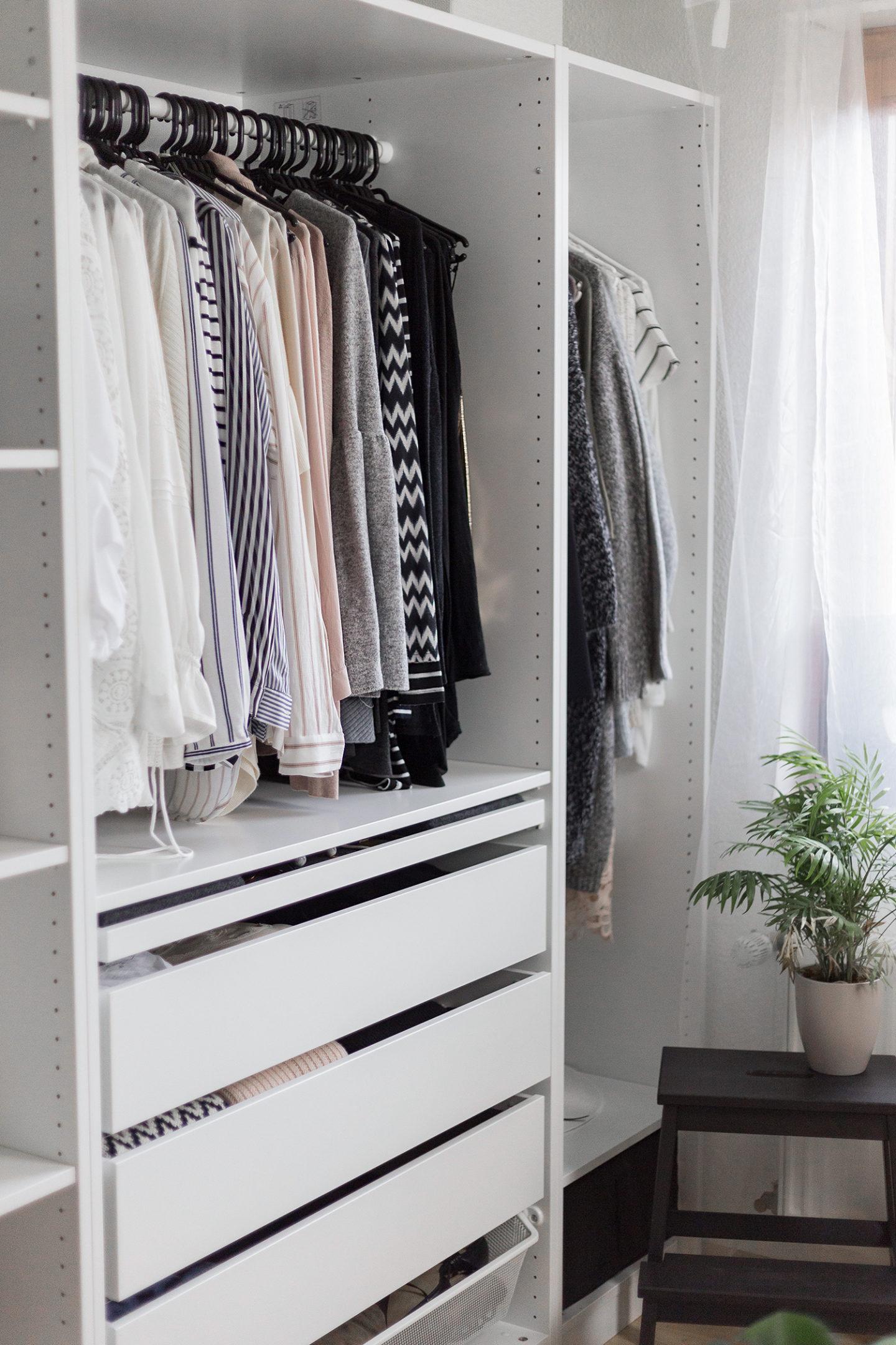 Kleiderschrank aufräumen – mit diesen Tipps funktioniert es!